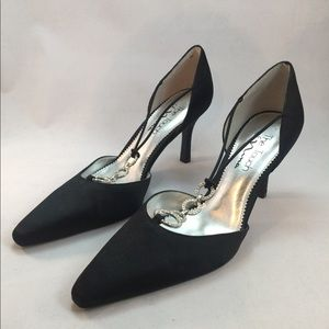 Great strappy rhinestone black high heels. P346